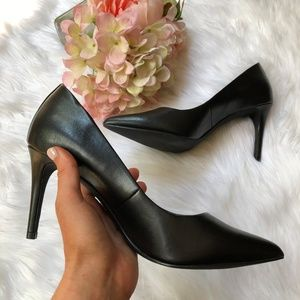 14th & Union Black Classic Pointed Heels